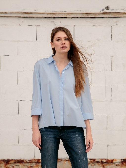 chemise bleu et jean pour aller au travail