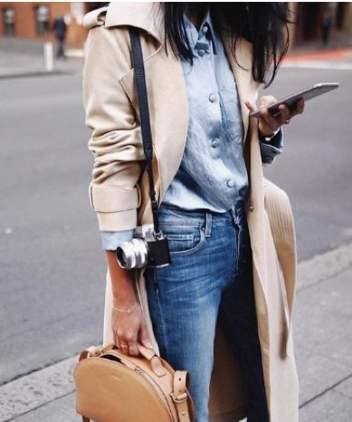 chemise chic avec trench couleur camel