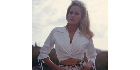 La chemise portée comme l'actrice suisse Ursula Andress ?